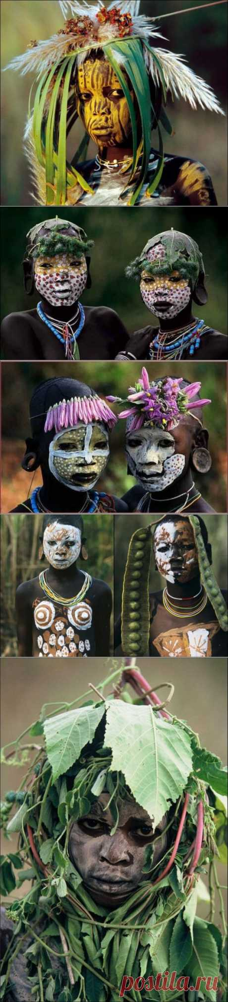 Fashionable ladies of the tribe of Omo.
