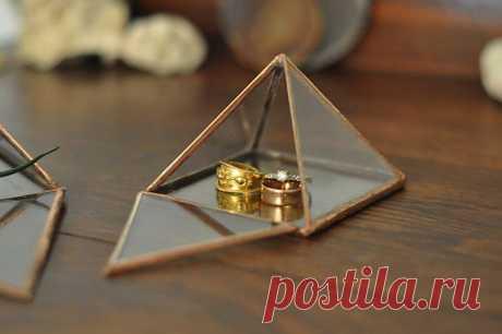 Стеклянная пирамидка - $45.00 USD