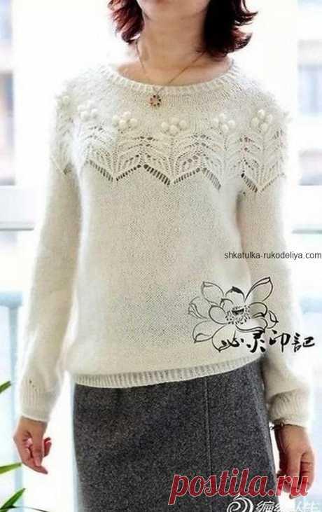 Пуловер с красивой кокеткой.