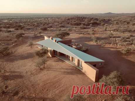 slee & co. architects' red earth game lodge emerges from the namibian landscape
