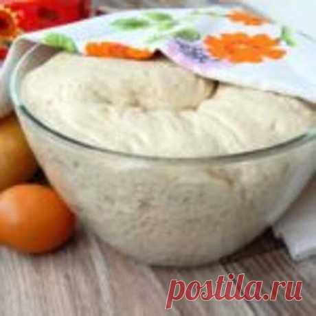 """Тесто """"КАК ПУХ"""" подходит для любой выпечки - Мир кулинарии - медиаплатформа МирТесен Ингредиенты:-1 стакан – кефира-0.5 стакана – растительного масла-1 пакетик (11 граммов) сухих дрожжей-1 ч.- ложка соли-1 ст. ложка – сахара-3 стакана- муки Приготовление:1. Кефир смешать с маслом и немного подогреть, добавить соль и сахар2. Муку просеять и смешать с дрожжами.3. Постепенно влить"""