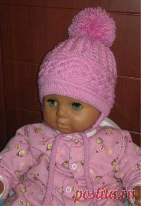 Теплая шапочка для девочки спицами «Карамелька» - Колибри Для зимнего периода отлично подойдет эта шапочка с функциональными ушками-завязками и помпоном. Помп