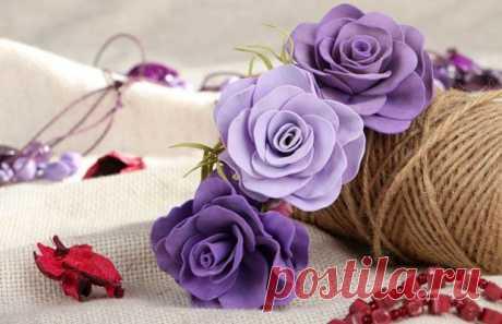Цветы из фоамирана своими руками: особенности и мастер-классы Цветы из фоамирана своими руками: особенности работы с фомом. Мастер классы с пошаговыми фото по изготовлению ранункулюса, розы, лилии, пиона, гортензии, мака, ромашки, тюльпана и орхидей.