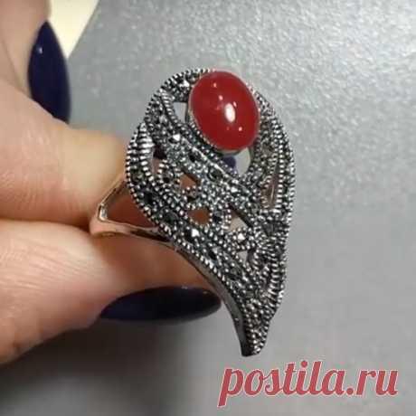 Кольцо 'Плетение' с сердоликом и марказитами из серебра 925 пробы