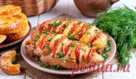 Запечённые куриные грудки с помидорами и сыром