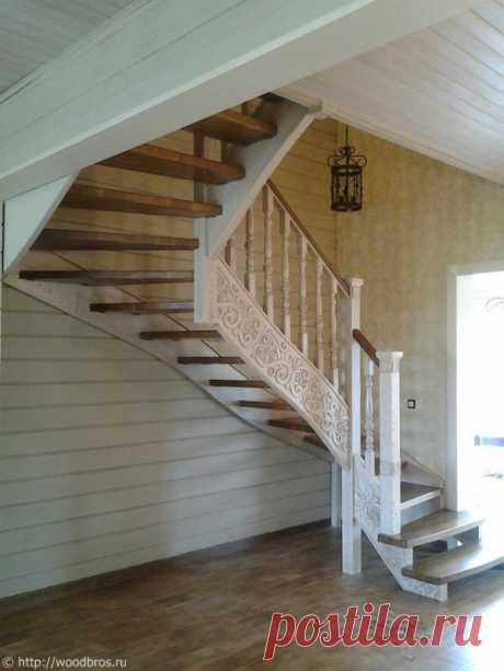 Деревянная лестница (ясень, резьба)