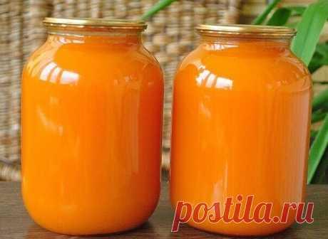 Тыквенный сок с апельсином.  Сохрани себе на стену, чтобы не потерять.   тыква 7 кг (чистого веса, без семечек и кожуры)  вода, у меня ушло 15 литров на это количество тыквы  апельсины 8 штук  сахар 1,5 кг  лимонная кислота 2 ст.л с горкой   Очистить тыкву, удалить семечки, разрезать на дольки или куски, уложить в кастрюлю вместе с мякотью (мякоть даст густоту), залить холодной водой, чтобы покрыть тыкву. Довести до кипения, разрезать пополам 8 больших апельсинов ...