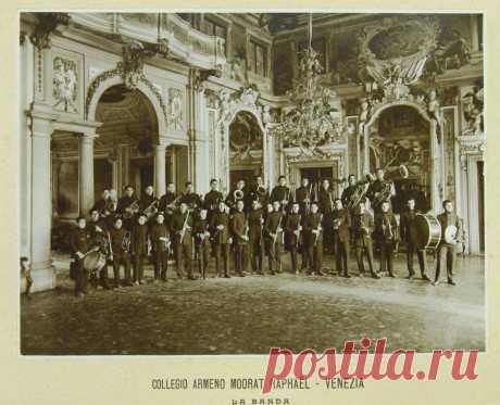 Մուրադ-Ռաֆայէլեան վարժարանի (Վենետիկ) փողային նուագախումբը (1901 թ.)։