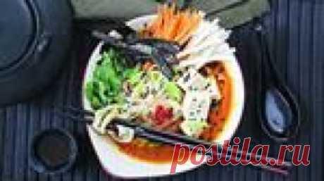 Суп с рисовой лапшой и бульоном из тыквы