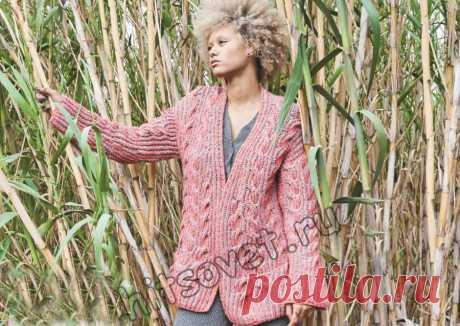Вязание кардигана двухцветным патентным узором с косами - Хитсовет Вязание спицами для женщин модного кардигана двухцветным патентным узором с косами со схемой и пошаговым бесплатным описанием.