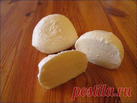 """Сыр по-домашнему """" а-ля моцарелла""""   на 100 грамм - 80.94 ккалБ/Ж/У - 4.23/5.3/3.94Ингредиенты:молоко - 1 лсоль крупная - 1 ст.лсметана - 200 мляйца - 3 штПриготовление:Молоко налить в кастрюлю, добавить соль, поставить на огонь и д…"""