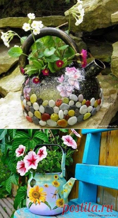 Old teapot as element of a garden decor.
