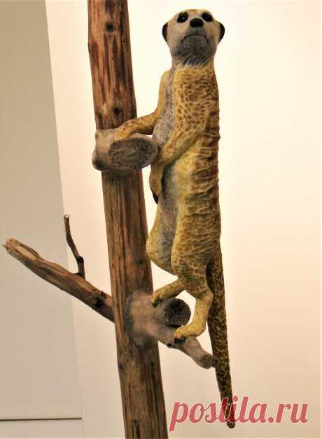 Скульптура Наблюдатель смонтирована на подставке из высушенного дерева. Размер скульптуры 50 см. Находится в коллекции автора. Выставлена на продажу. Цена 40000 руб.