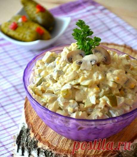 Грибной салат с солеными огурцами — Кулинарный Рай Рецепт аппетитного салата с шампиньонами, солеными огурцами, яйцами и майонезом.