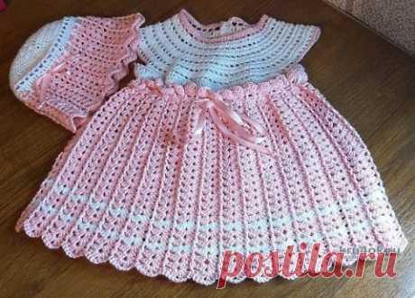 Комплект детский Зефирка, платье, шапочка и носочки, связанные крючком