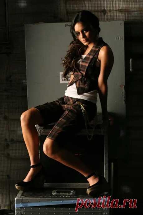 Ванесса Хадженс (Vanessa Hudgens) в фотосессии Джека Хаммера (Jack Hammer) для клипа Come Back To Me (2006).