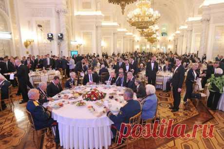 Ja pse Vuçiq dhe Serbia nuk mund t'i largohen Putinit dhe Rusisë (FOTO) - Kosovapost Sot në Rusi u shënua Dita e Fitores ku presidenti rus Vladimir Putin organizoi pritje festive në 'Kështjellën e Madhe'. Prezent në