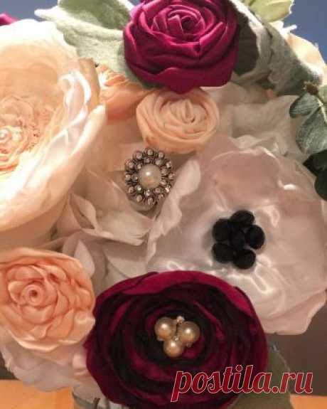 Forever Brooch Bouquets LLC в Instagram: «I just #Love looking at this #handmade #Bouquet that serves as a #Centerpiece on my kitchen #table . • • Made from your grandmother's…» 54 отметок «Нравится», 9 комментариев — Forever Brooch Bouquets LLC (@foreverbroochbouquets) в Instagram: «I just #Love looking at this #handmade #Bouquet that serves as a #Centerpiece on my kitchen #table…»