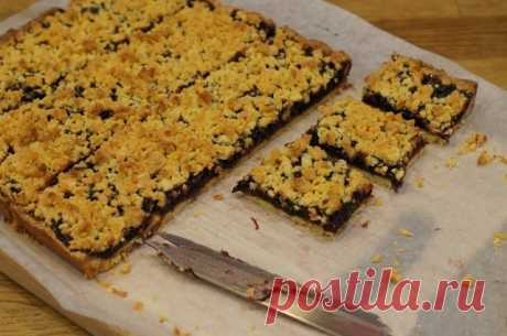 The Vienna cookies or grated pie on yolks
