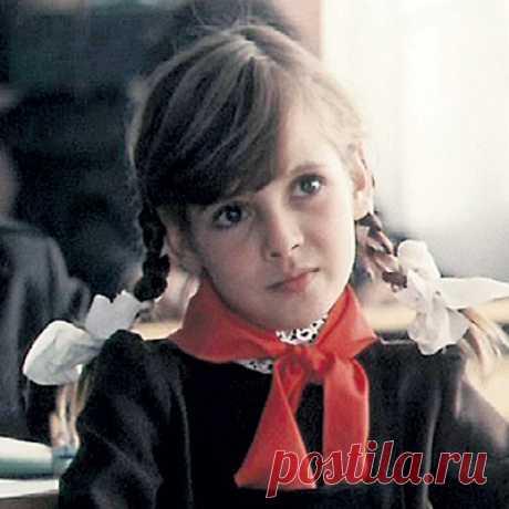 Как менялась подруга Петрова и Васечкина Маша Старцева (актриса Инга Ильм) с течением времени.