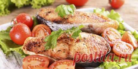 10 рецептов сочной горбуши в духовке. Запекайте рыбу с лимоном, помидорами, картошкой, сыром, рисом, под сметанным соусом и не только.
