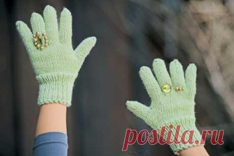 Как связать перчатки спицами?
