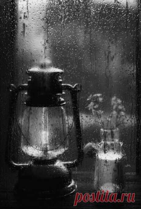 И у души бывает время листопада, и сердце знает, что такое дождь...