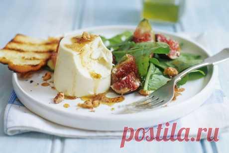 Savoury panna cotta with fig salad