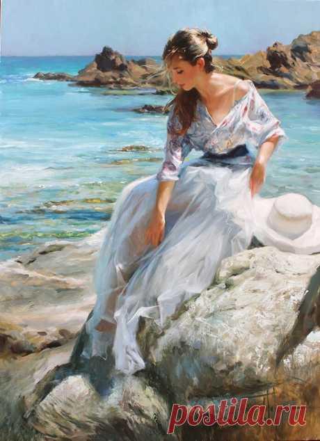 Она о море думала с любовью, Спускаясь по тропинке каждый раз. Овеянная брызгами и солью, Смотрела вдаль то плача, то смеясь.  Приветливо крылом махали чайки, И забирали хлеб из добрых рук. Неторопливо собираясь в стайки, Кричали, хрипло, завершая круг.  Она ложилась на воду спокойно, Ныряла и плескалась, как дельфин. В стихии моря было ей привольно, Как будто сердцем породнилась с ним.  Ей море отвечало нежной лаской, Шутливо целовало пальцы ног. И солнце добавляло свои к...