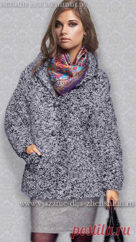A la moda del modelo de los abrigos tejidos el otoño-invierno 2015-2016