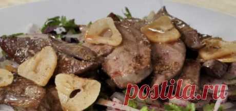 Печень с чесноком и заправкой из лука. Рецепт, по которому готовят кавказские горцы   Кулинарный техникум   Яндекс Дзен