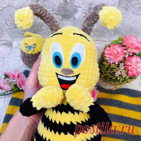 PDF Пчёлка Жужа крючком. FREE crochet pattern; Аmigurumi doll patterns. Амигуруми схемы и описания на русском. Вязаные игрушки и поделки своими руками  #amimore - плюшевая пчела, большая пчелка из плюшевой пряжи, пчелёнок.