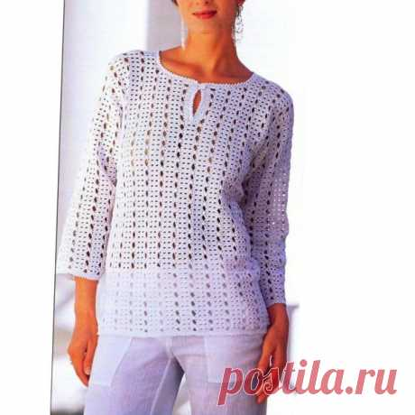 Белый ажурный пуловер крючком.