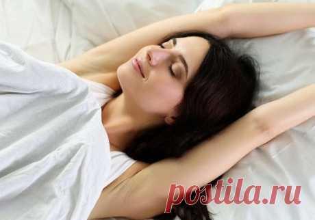 Спать без подушки: полезно или нет? — ДОМАШНИЕ