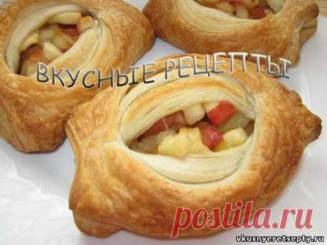 Puffs with apples.