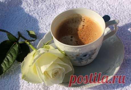 """Кроме кофе и чая: с какого напитка лучше всего начинать утро?   Журнал """"JK"""" Джей Кей Одни люди начинают свой день с чашки кофе. Другие предпочитают на завтрак крепкий черный чай, который тоже помогает проснуться и"""