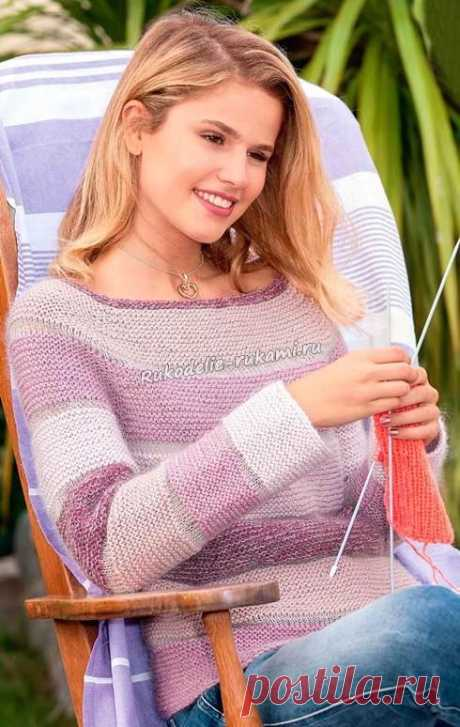 Пуловер реглан с поперечными полосками.