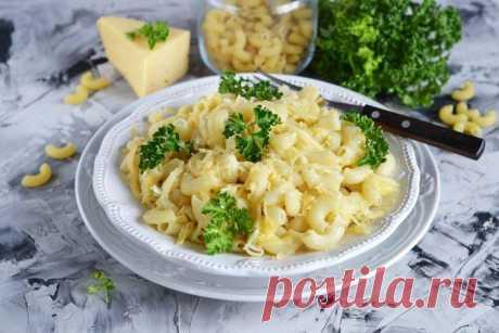 Макароны с сыром - 20 простых и вкусных рецептов Мы собрали подборку отличных рецептов макарон с сыром. Только попробуй, и самое банальное блюдо превратится в настоящий кулинарный шедевр, который удивит тебя и близких!