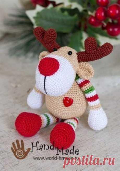 Новогодняя игрушка - олень Рудольф Олень Рудольф. Автор Jeiana Johanssen   Давайте свяжем новогоднего оленя крючком! Если выбрать достаточно объемную и толстую пряжу, то игрушка получится внушительных размеров.