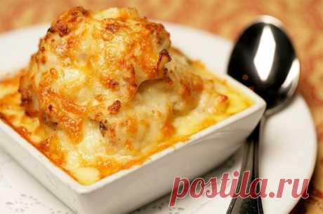 """Картофель """"Романофф"""" - Оригинальный, сытный гарнир из запеченного в сметане картофеля, с луком и румяной сырной корочкой..."""