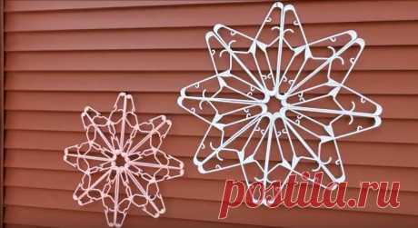 Замечательное новогоднее украшение из обычных вешалок! А после праздников вешалки можно вернуть на место