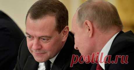 Путин определил новые полномочия Медведева Вчастности, Медведев будет информировать президента повопросам обеспечения нацбезопасности. Президент РФВладимир Путин подписал указ, определяющий функции заместителя председателя Совета безопасности Дмитрия Медведева.