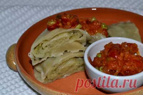 Ханум с картофелем - настоящая находка из среднеазиатской кухни для тех, кто постится - Кулинарный блог Ханум — блюдо среднеазиатской кухни. Представляет собой рулет из тонкого пресного теста с начинкой, приготовленный на пару. Для начинки можно использовать овощи: картофель, тыкву, лук, баклажан, морковь. А...