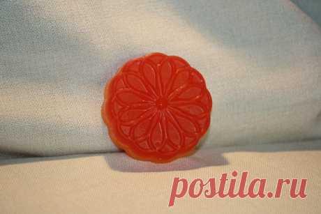 Название:  Мыло ручной работы «Красный лимонграс»  Материалы:  персиковое масло;   эфирные масла: мандарин, лимонграс;