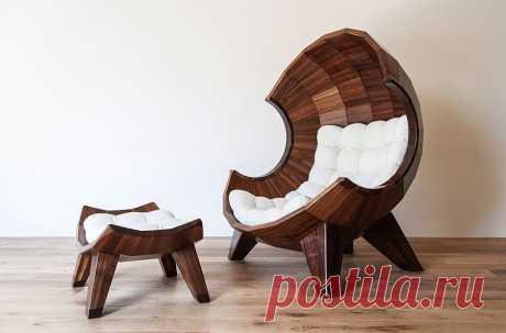 Красиво - не значит удобно, скажите Вы.  Но не в этом случае.  Это удобное кресло в виде ракушки от южно-корейского дизайнера Sae Rom Yoon идеально подойдет для того, чтобы вздремнуть или почитать в нём книгу.