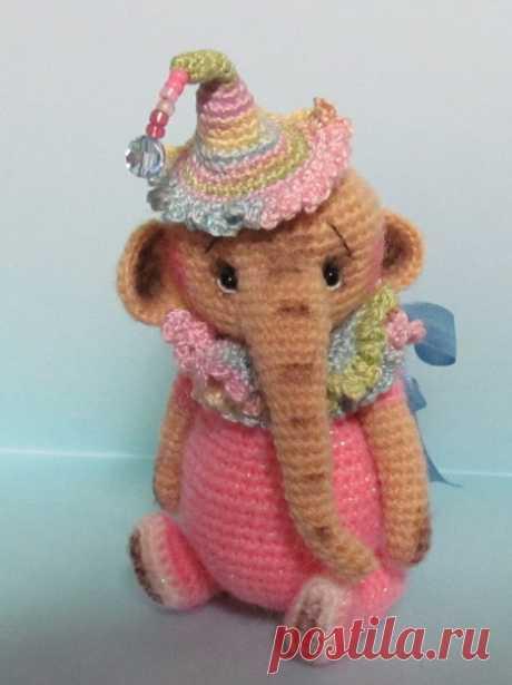 Кукольный мир: выкройки, одежда, миниатюра Вязаный слоник от Joanne Noel