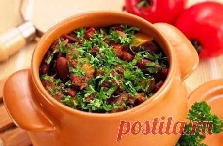 Вторые блюда в горшочках - вкусно, сытно, полезно! Вторые блюда в горшочках.Горшочки с мясом, фасолью и грибами Ингредиенты500 г говядины (свинины, баранины)200 г фасоли300 г помидоров300 г грибов200 г болгарского перца150 г лукасольперецрастительное …