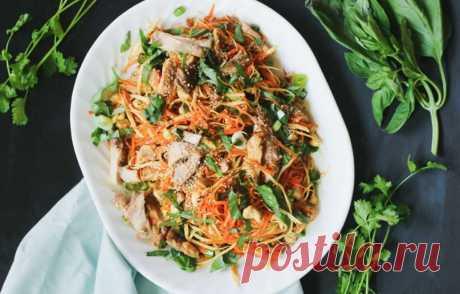 """Азиатский куриный салат   Журнал """"JK"""" Джей Кей Главная особенность азиатской кухни – наличие ярких красок, гармоничное сочетание запахов пряностей и объединение максимально полного спектра вкусов. И этот"""