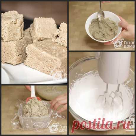 Восточные сладости – подсолнечная халва  семечки подсолнуха250 г масло подсолнечное1 ч.л. сахар100 г вода50 мл мед25 г белок яичный20 г