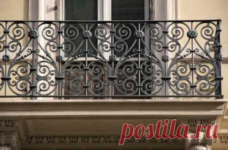 Кованые ограждения на балкон — как выбрать и установить